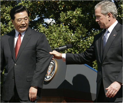 bush-hu_wh2006_bourg_reuters.jpg