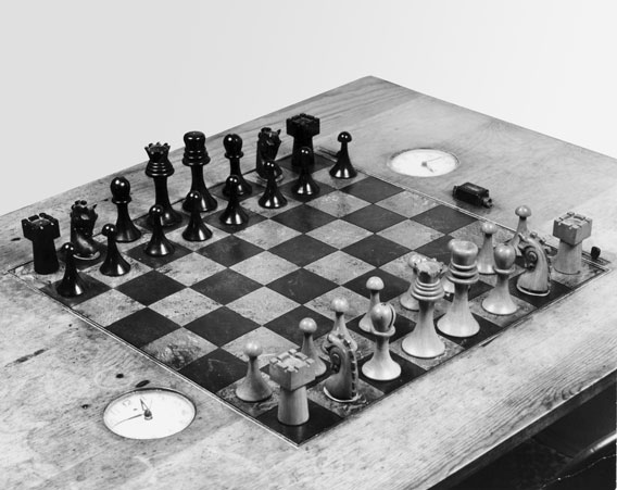 duchamp_ba_chess_set_proa.jpg