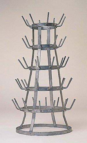 duchamp_bottle_rack_blum.jpg