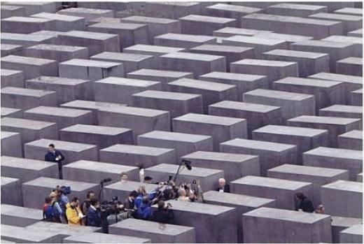 eisenman_memorial_godfrey.jpg
