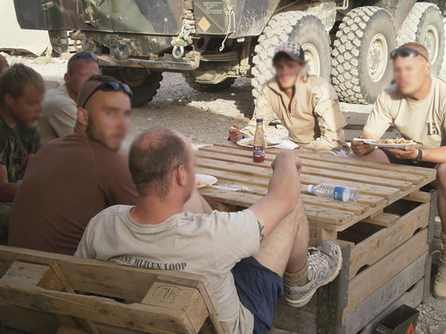 pallet_table_militaryphotosnet1.jpg