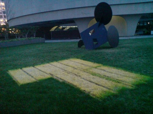 hirshhorn_grass_claes.jpg