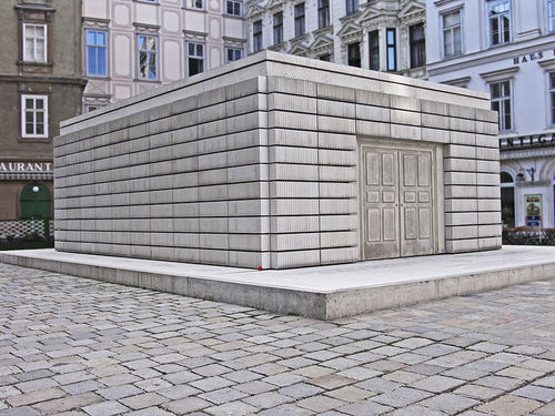 whiteread_judenplatz_memorial.jpg