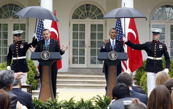 obama_umbrellas_yhoo.jpg