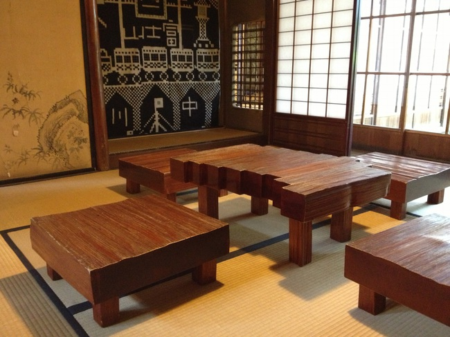 kusakabe_table.jpg
