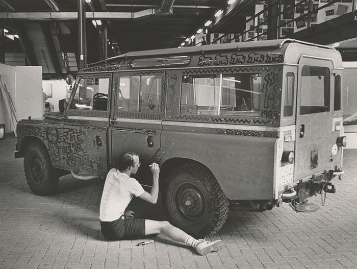 haring_painting_land_rover_bw.jpg